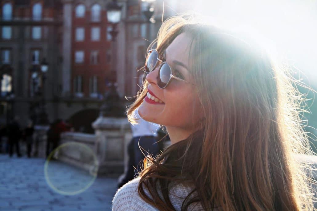 girl-glasses-smiling
